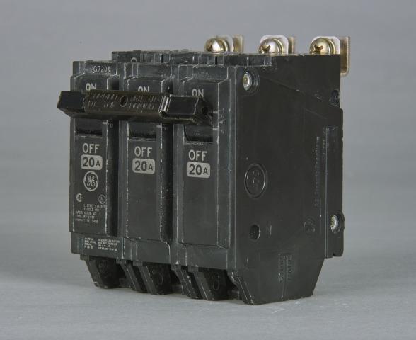 GE THQB32040